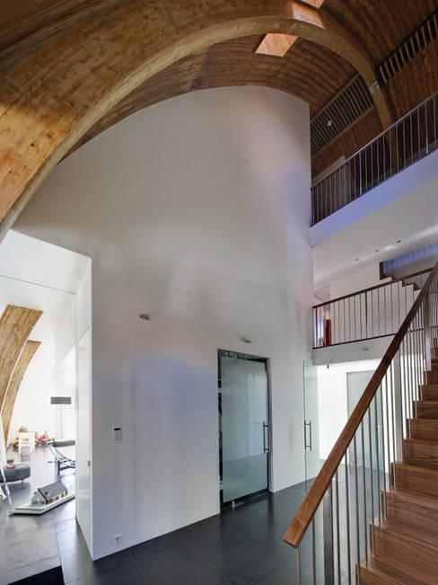 Projekty,  Korytarz, przedpokój zaprojektowane przez Ruud Visser Architecten