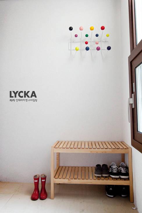 판교 아파트 홈드레싱: LYCKA interior & styling의  복도 & 현관