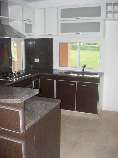 Kitchen by Grupo PZ