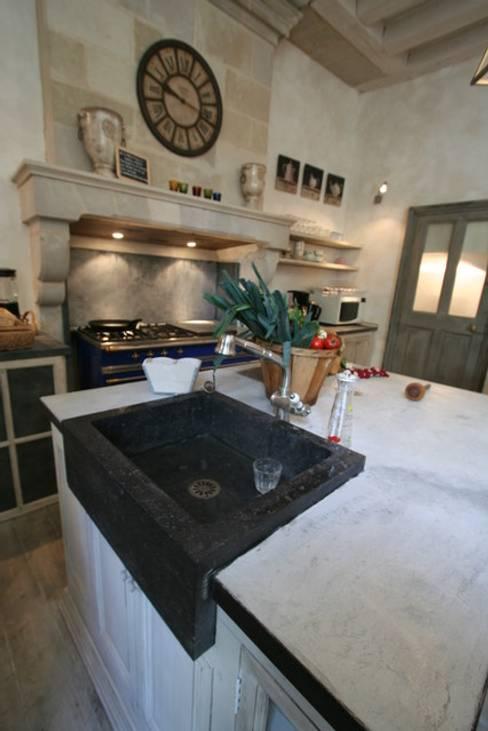 Cucina in stile  di Tabary Le Lay