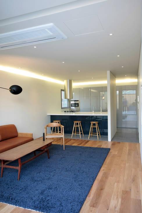 mom's house: 건축사사무소 moldproject의  다이닝 룸
