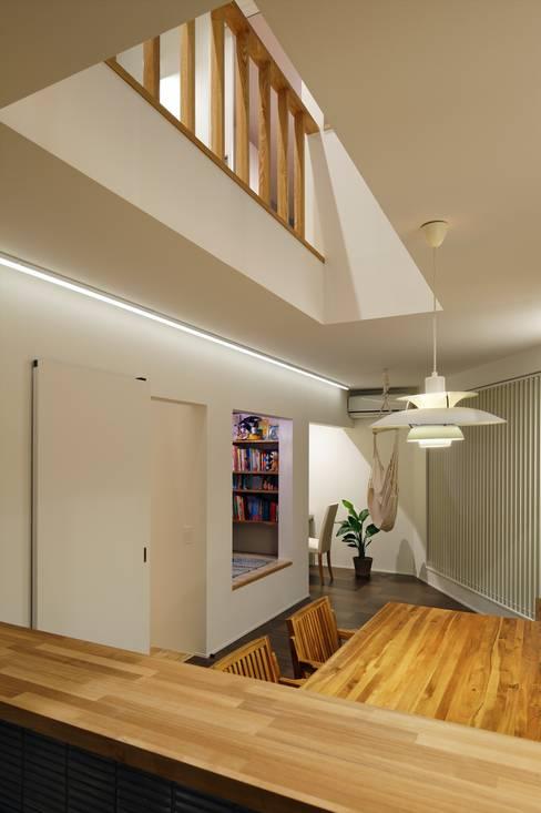 ห้องนั่งเล่น by 向山建築設計事務所
