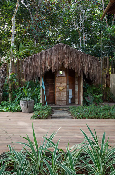 Banheiro de piscina: Banheiros  por Vida de Vila