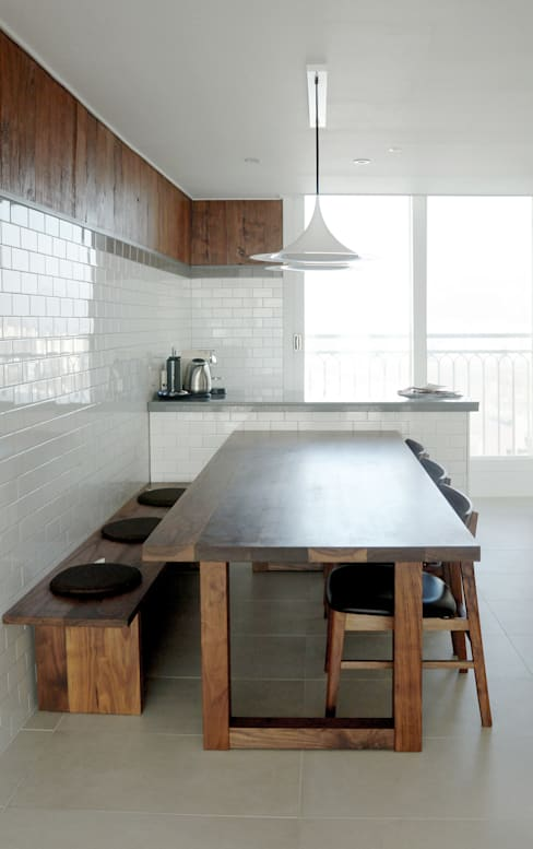 Dining room by 마르멜로디자인컴퍼니