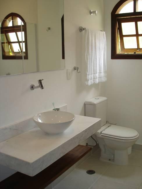 Bathroom by Mina Arquitetura & Construções