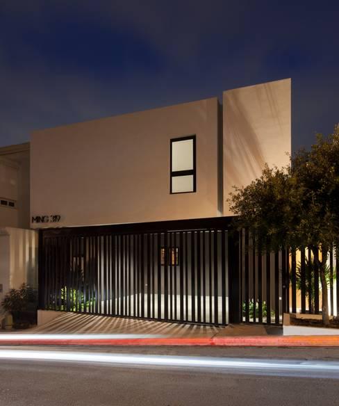 บ้านและที่อยู่อาศัย by LGZ Taller de arquitectura