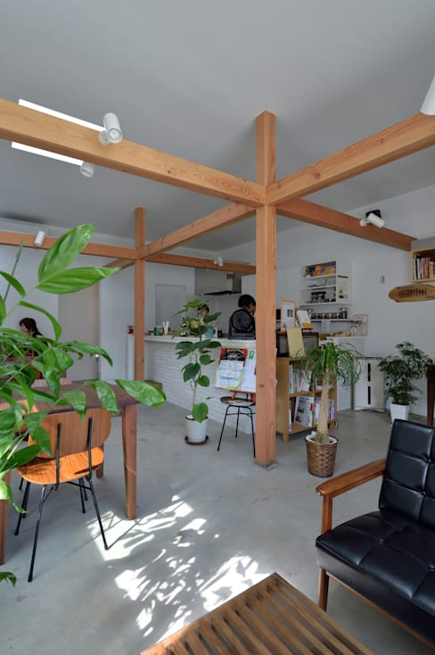 Interior landscaping by 株式会社ブレッツァ・アーキテクツ