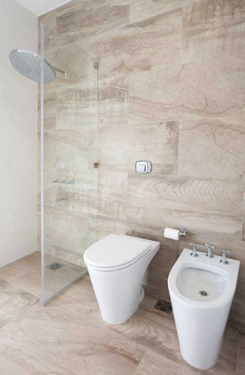 Ванные комнаты в . Автор – VISMARACORSI ARQUITECTOS