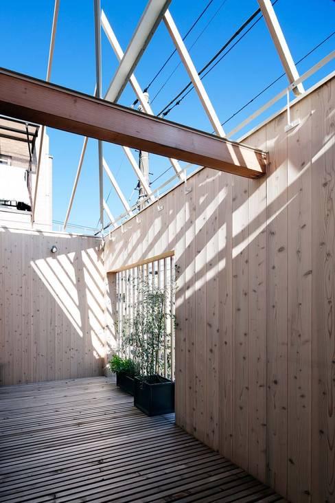 بلكونة أو شرفة تنفيذ ディンプル建築設計事務所