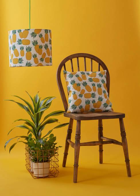 Living room by Rosa & Clara Designs