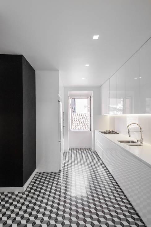 Kitchen by Vanessa Santos Silva | Arquiteta