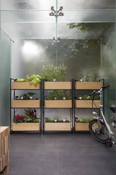 Horta orgânica vertical : Casas  por Patricia Martinez Arquitetura