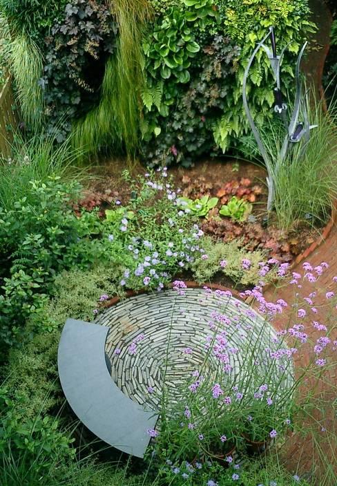 Garden by Aralia
