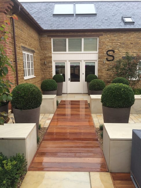 Bestall & Co Landscape Design Ltd:  tarz Bahçe