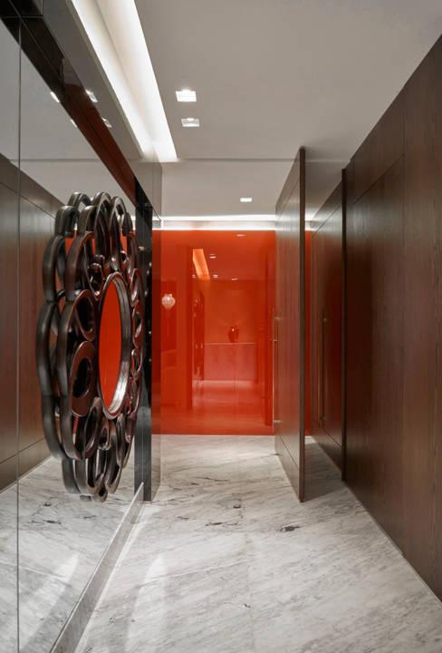 Corridor, hallway by Isabela Canaan Arquitetos e Associados