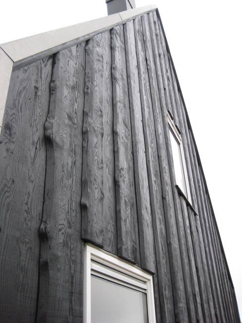 Recreatiewoning Vlieland:  Huizen door Kat Koree Architecten