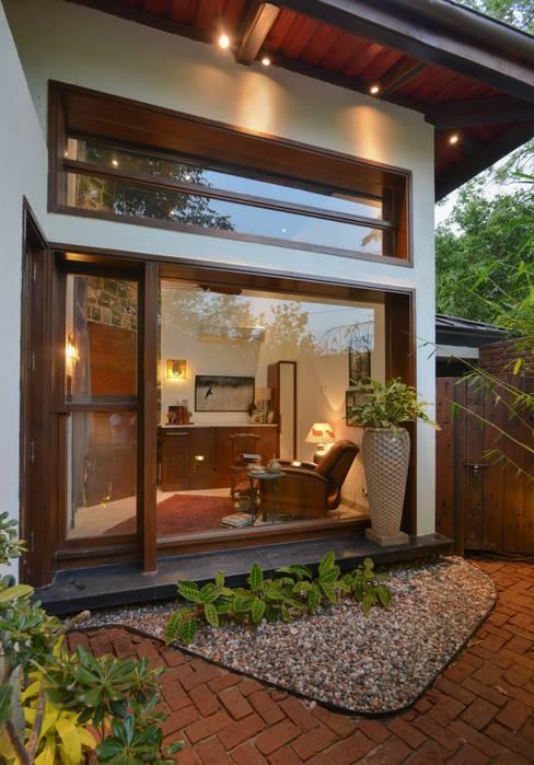 Juanapur Farmhouse:  Windows & doors  by monica khanna designs