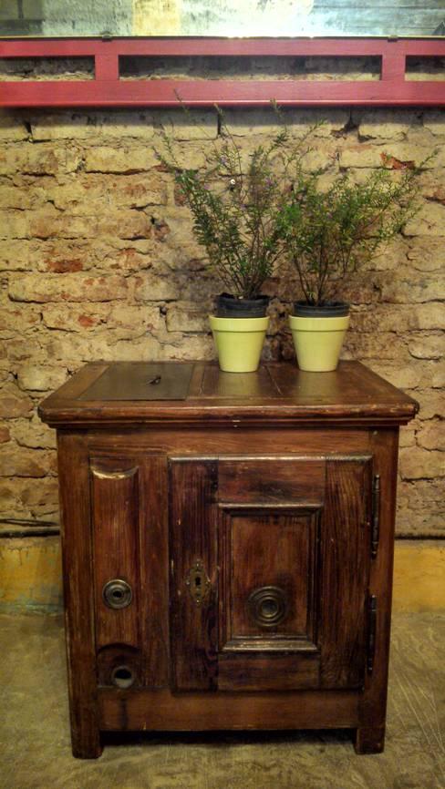 Wine cellar by Muebles eran los de antes - Buenos Aires