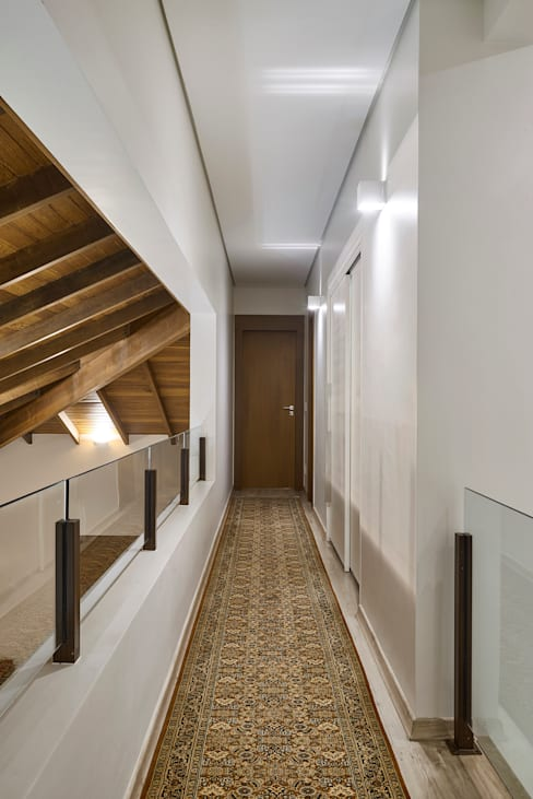 Corridor & hallway by Isabela Canaan Arquitetos e Associados