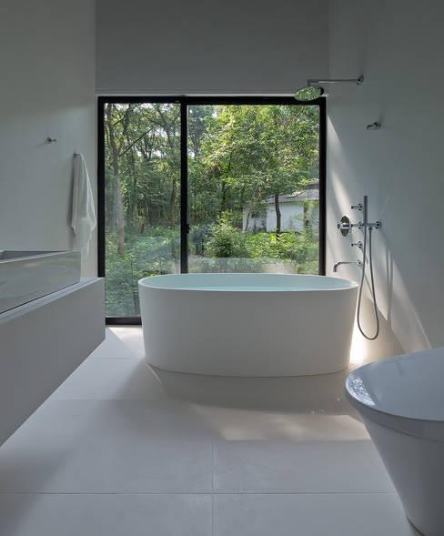 s-atelier: フォンテトレーディング株式会社が手掛けた洗面所&風呂&トイレです。