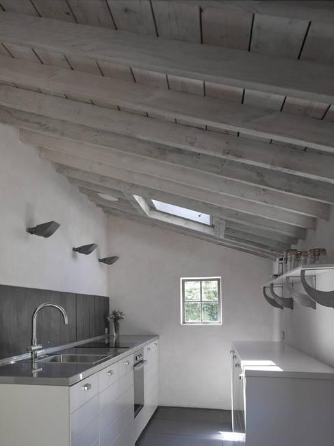 Kitchen by Nash Baker Architects Ltd