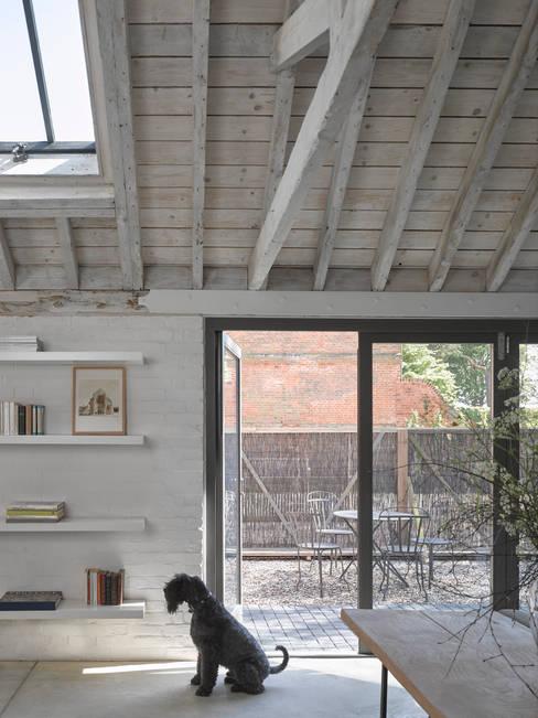 Living room by Nash Baker Architects Ltd