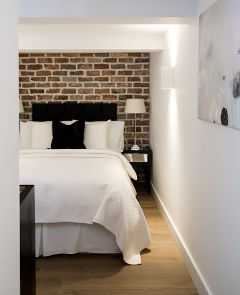 Bedroom by ÜberRaum Architects