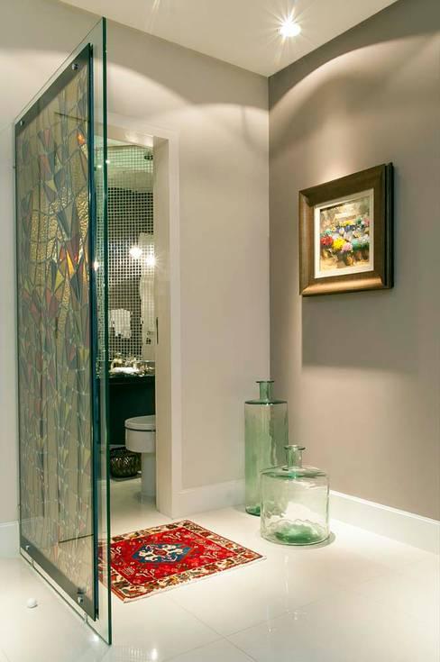 Hall do Lavabo: Banheiros  por CMSP Arquitetura + Design