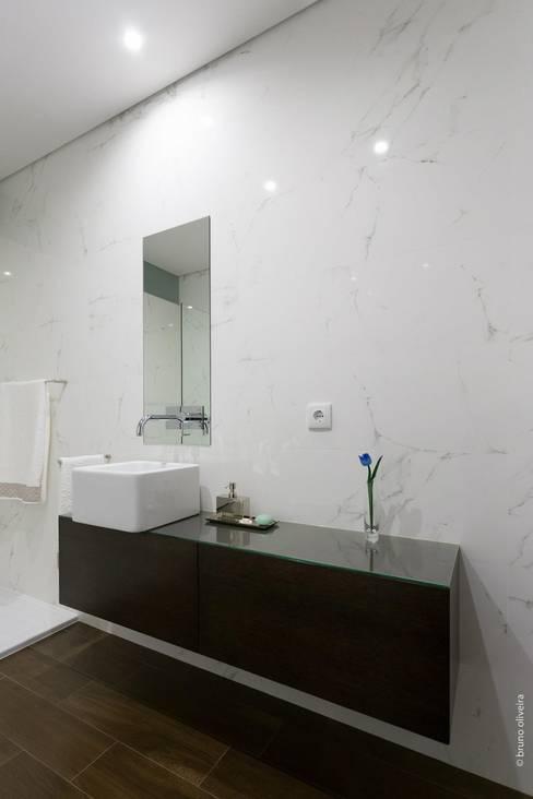 bo | bruno oliveira, arquitecturaが手掛けた浴室