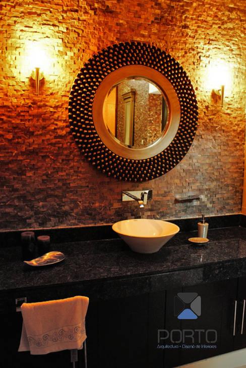"""proyecto residencial """"Montebello"""": Baños de estilo  por PORTO Arquitectura + Diseño de Interiores"""