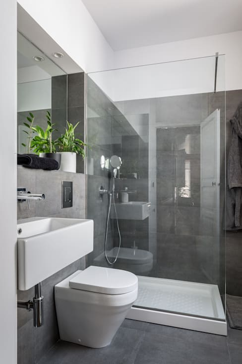 Bathroom by ambau taller d´arquitectes