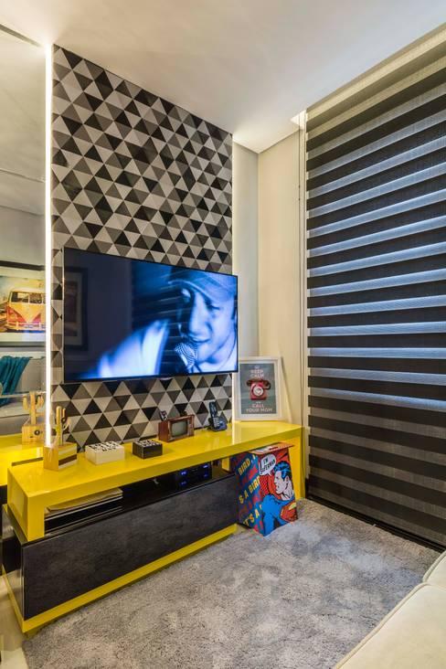 Media room by Lo. interiores