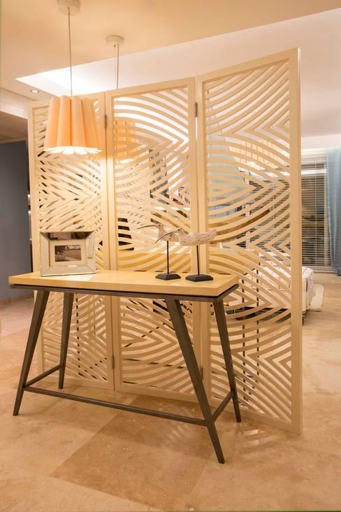 Corridor & hallway by Ines Calamante Diseño de Interiores