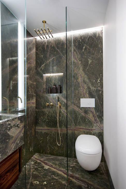 Bathroom by ÜberRaum Architects