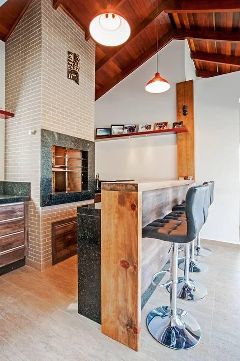 Churrasqueira Rústica : Cozinhas  por Patrícia Azoni Arquitetura + Arte & Design