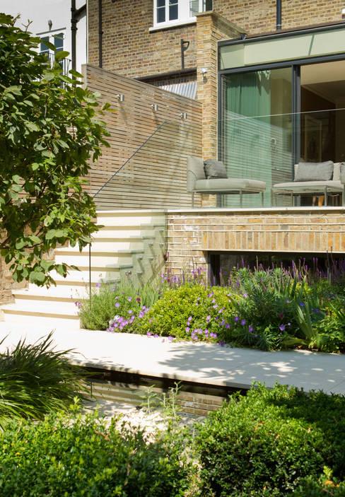 Terras door Nash Baker Architects Ltd
