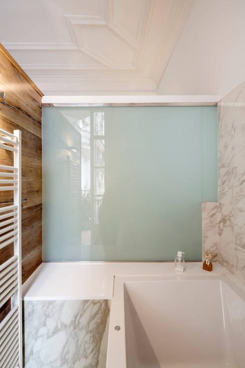 Bathroom by Alex Gasca, architects.