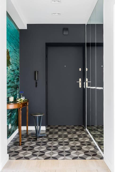 Corridor & hallway by Ayuko Studio