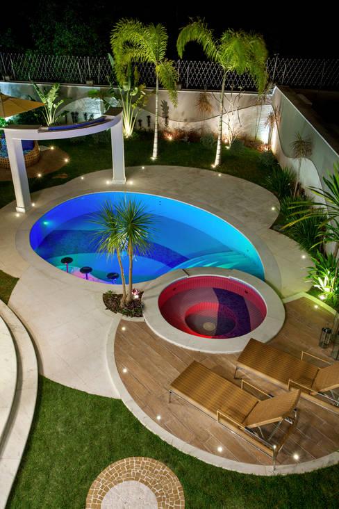 Pool by Arquiteto Aquiles Nícolas Kílaris