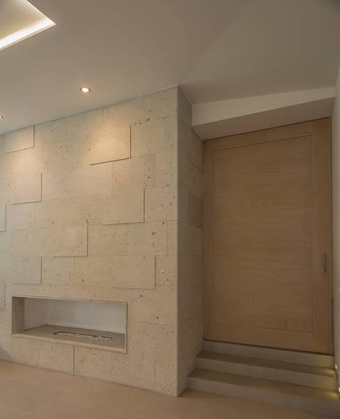 Living room by ROMERO DE LA MORA
