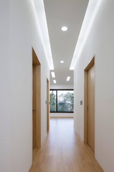 Corridor & hallway by studio origin