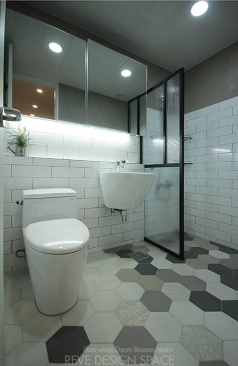 동탄아파트인테리어 능동 푸른마을두산위브 33평 인테리어: 디자인스튜디오 레브의  욕실