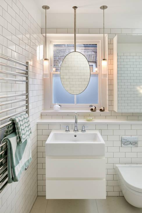 Bathroom by Platform 5 Architects LLP