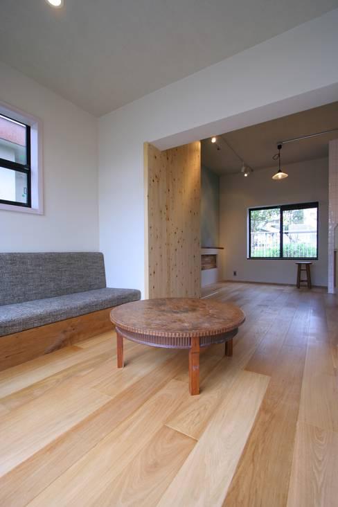 Ruang Keluarga by Mimasis Design/ミメイシス デザイン