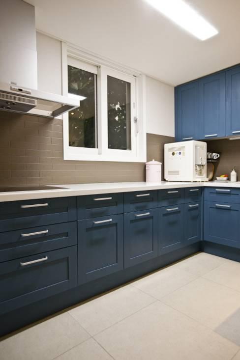 노은동 열매마을 9단지 : 도노 디자인 스튜디오의  주방
