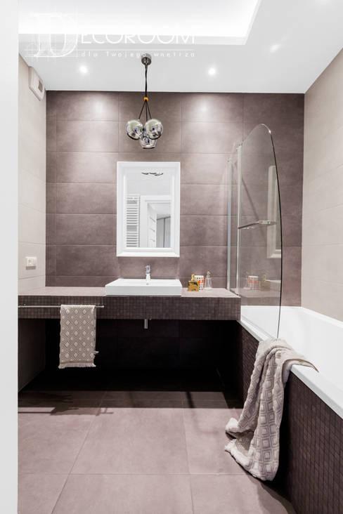 Mieszkanie w klasycznej kolorystyce.: styl , w kategorii Łazienka zaprojektowany przez Decoroom