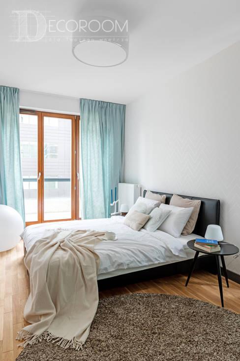 pomysłowe wnętrze: styl , w kategorii Sypialnia zaprojektowany przez Decoroom
