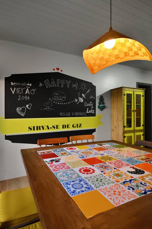 BEACH HOUSE - TRAMANDAÍ/RS: Salas de jantar  por Arquitetando ideias