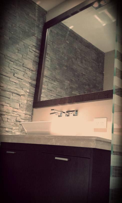 Bathroom by ARQ DANIEL CARRIZO