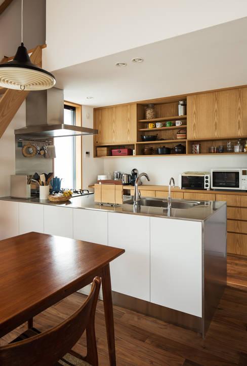 Kitchen by 藤森大作建築設計事務所